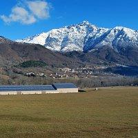 Panneaux photovoltaïques intégrés sur un bâtiment agricole. Saint-Firmin