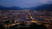 Vue sur l'agglomération à la tombée de la nuit depuis la Bastille