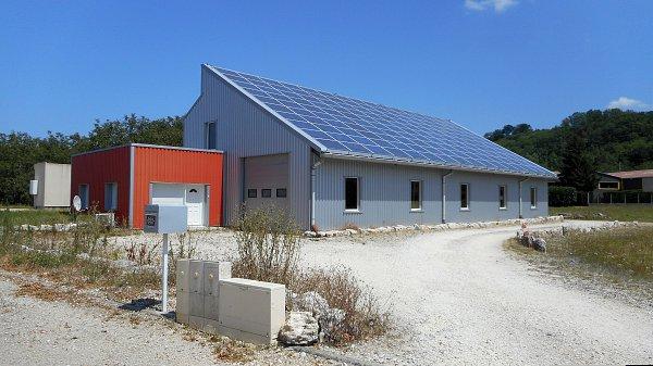 Locaux d'activité neufs avec panneaux photovoltaïques dans la zone d'activité de Clairivaux, Saint-Marcellin Vercors Isère, 2019